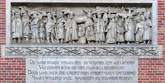 Amsterdam_beurs_van_berlage].jpg